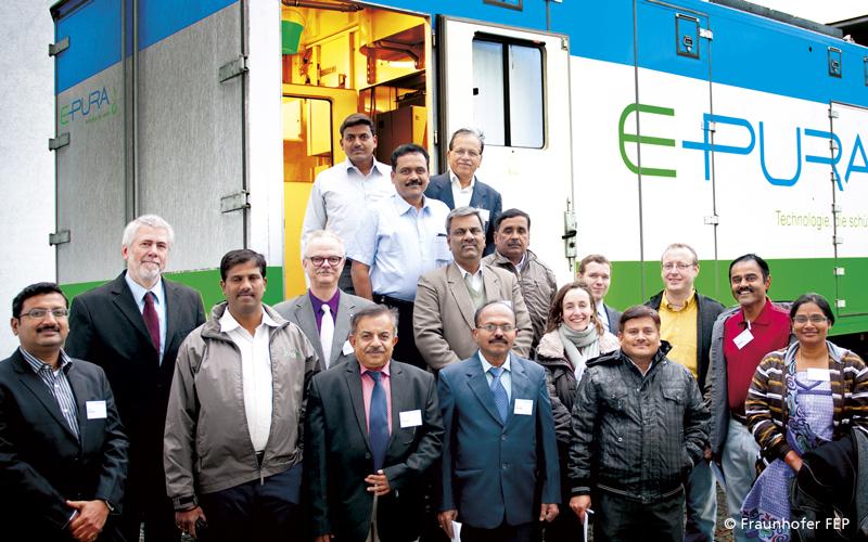 Fraunhofer FEP und Universität Bangalore kooperieren für eine umweltfreundliche Saatgutbehandlung in Indien
