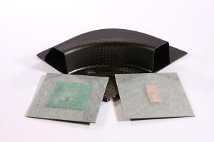 Um RFID-Tags in Faserverbundstoffe einzubauen, sind extradünne Antennen notwendig (rechte Seite: UHF-, linke Seite: HF-Transponder). © TUM-IWB / Fraunhofer IIS