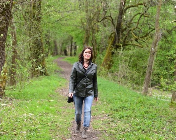 Andrea Latritsch-Karlbauer, Gehen, Haltung