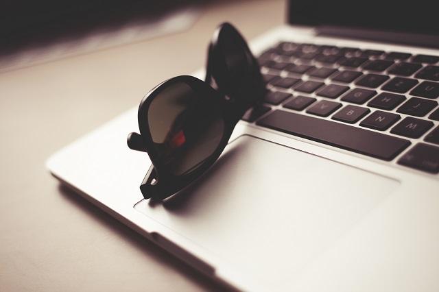 MacBook, E-Commerce, Einzelhandel, IT, Vertrieb und Verkauf