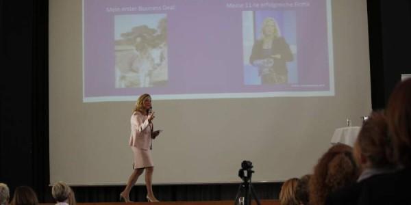 Renée Moore erzählt von ihrem ersten Business Deal (Bild: © Claudia Zesewitz / Fomaco GmbH)