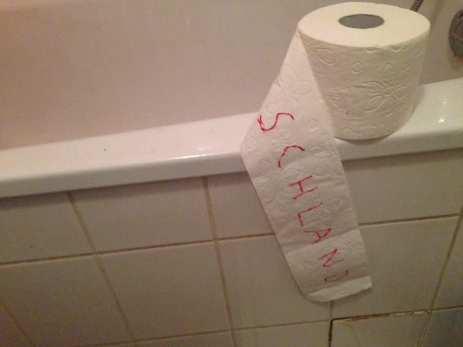 Toilettenpapier, braune Masse, deutsch, deutsche Kultur