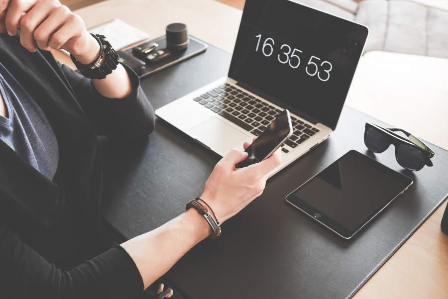 Fragetechniken, Kundenerfolg, Telefonakquise, Büro, Arbeitsplatz, Mitarbeiter