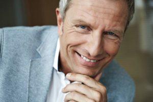 Andreas Enrico Brell lächelt