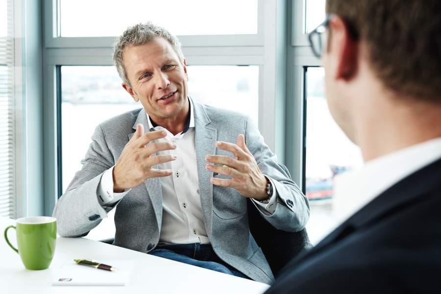 Andreas Enrico Brell, More than Money, Entspannter Umgang mit Geld, Kundengespräch, Beratung, More than Money, Gelddenken, Kopf und Konto