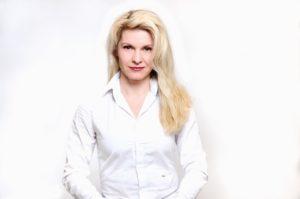 Nela Novakovic, Novakovic, Nela, Bürokratie, deutsche Bürokratie, Formularitäten, Formulare, Anträge, Auflagen, Interview