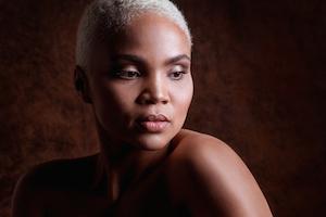 Luna, Tantramassage, Massagestudio Sensual Being, Massage Berlin und Zürich, Portrait
