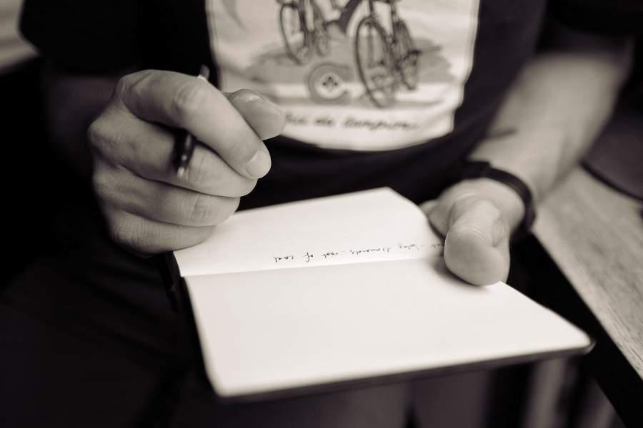 Notizbuch, Idee, Journal, Gedanken, festhalten, Dokumentieren, Stift, Block, Job, Kreativität, Arbeit, Papier, Kugelschreiber, individuelle Werbeartikel