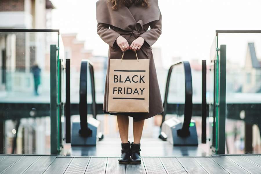 Black Friday, Einkaufstüte, Kaufhaus, Frau, Mantel, Papiertüte, Black Friday Shopping