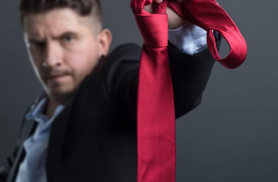 Business Man, Geschäftsmann, genervt, rote Krawatte, alles hinschmeißen, Frustration, Stärken identifizieren, Talente entfalten, Leidenschaften herausfinden, Unzufriedenheit bekämpfen