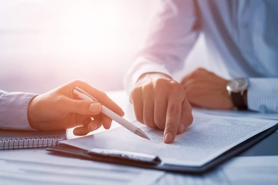 Verträge, Unterlagen, Dokumente, Durchsicht, Besprechung, Neuregelungen, Gesetzesänderungen, Änderungen 2018 für Unternehmen