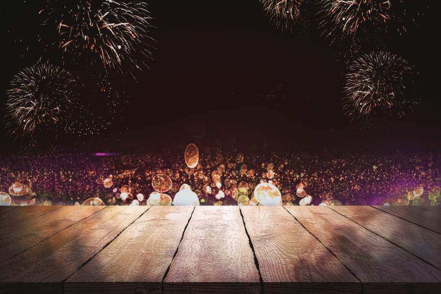 Bühne, Feuerwerk, Seifenblasen, Lichter, Dunkel, Nacht, Jahreswechsel, Neujahr, Änderungen 2018 für Verbraucher, Neuregelungen 2018