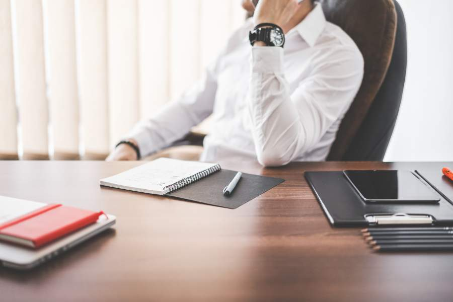 Unternehmer, CEO, Urlaub, Auszeiten, Büro, Office, Schreibtisch, Arbeitsplatz