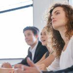 Vortrag, Input, Geschäftsmenschen, Seminarram, Kursteilnehmer, Aufmerksamkeit, aufmerksames Zuhören, wie aufmerksam Zuhören funktioniert