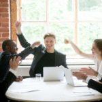Begeisterung, Team, Besprechung, Führungstipps, Mitarbeiterführung, Inspirierend führen, gute Führung braucht Werte, Führungskompetenzen
