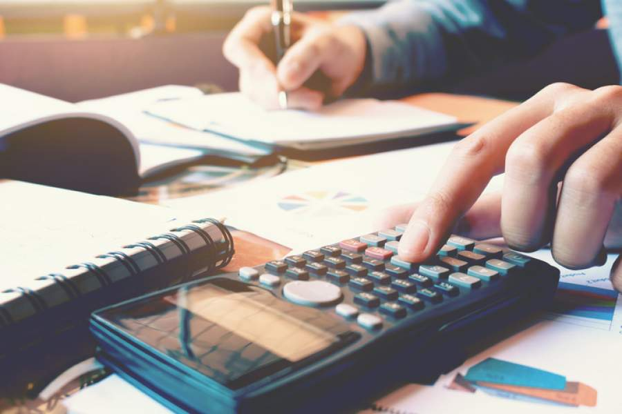 TAschenrechner, Notizbuch, Rechnungen, Abrechnungen, Buchhaltung, Finanzmanagement, Buchhaltung für Selbstständige, KMU