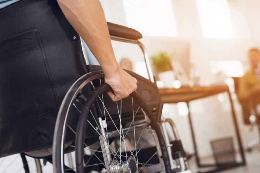 Rollstuhl, Rollstuhlfahrer, Berufsunfaehigkeitsversicherung, Vorsorge, Absicherung, Ernstfall vorsorgen, absichern, private Vorsorge