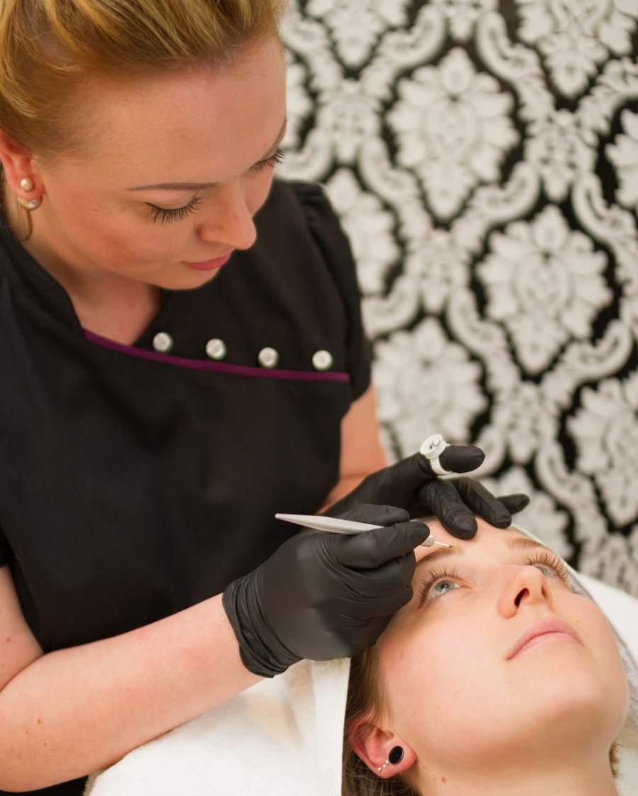 Microblading, Beauty Treatment, Schönheitsbehandlung, Frau, Augenbrauen, Augenbrauenverdichtung, Irina Maul