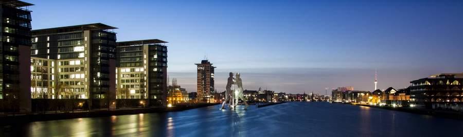 Immobilien-Investment, Berlin, Wohnungen, Stadt, Fluss