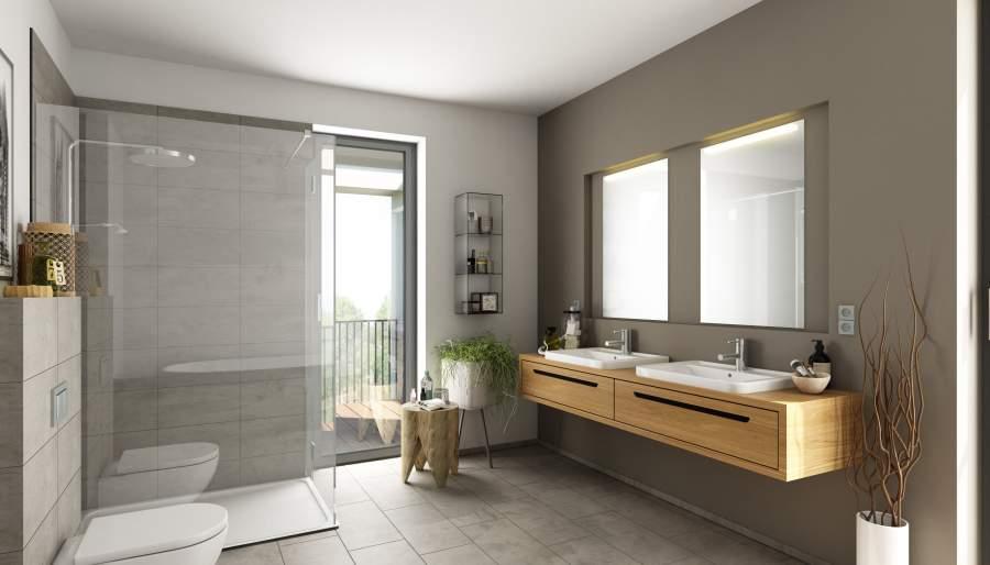 Ein helles großes Badezimmer mit vielen Holz und Glaselementen und einer Glastür im Hintergrund.