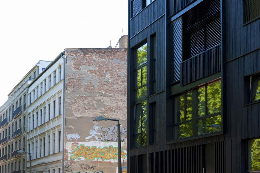 Fassaden von Gewerbeimmobilien in Berlin-Mitte