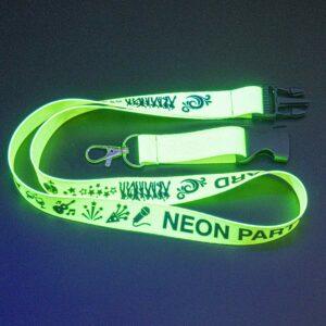 Neongrünes Schlüsselband mit fluoreszierendem Leuchteffekt