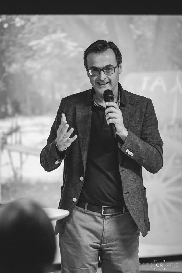 Profilbild Gerald Moser, Aufnahme bei einem Vortrag