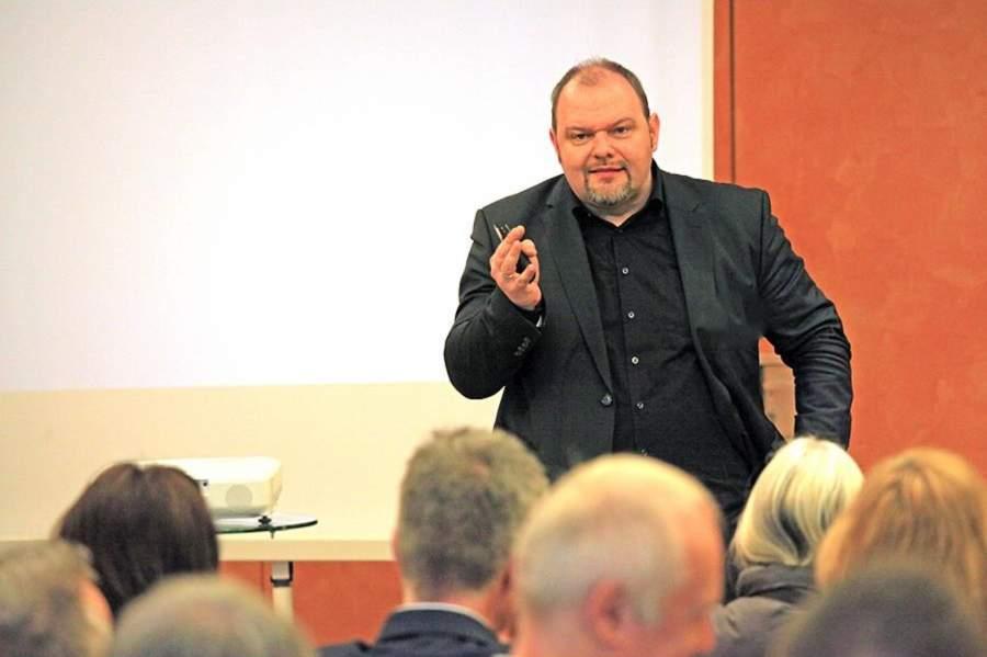 Torsten Werner in Vortrag in Interaktion mit dem Publikum