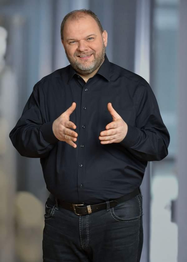 Profilbild von Torsten Werner mit erklärender Geste